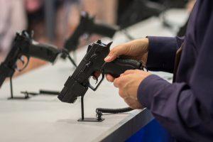 Partido aponta falta de regulamentação sobre comércio de armas de fogo no Brasil