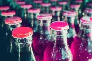 Explosão de refrigerante: Comerciante deve ser indenizada por danos materiais e morais | Juristas