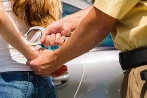 Relator aplica princípio pro infans e concede prisão domiciliar a mãe de duas crianças | Juristas