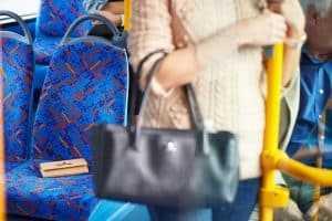 Empresa de transporte público é condenada por negligência de motorista | Juristas
