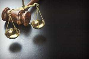 Condenado por assalto a ônibus tem pena ampliada por corrupção de menores   Juristas