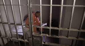 CCJ pode votar proposta que cobra de preso custo por monitoramento eletrônico | Juristas