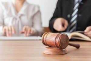 Justiça garante a filha não reconhecida por familiares o direito de receber herança | Juristas