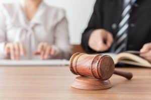 Empresa pública terá que reintegrar vigia dispensada devido a prática religiosa | Juristas