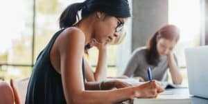 Certificado de conclusão de ensino médio é garantido para que estudante possa ingressar em universidade | Juristas