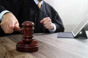 Elevada indenização a família que recebeu mensagens de magia negra por correio | Juristas
