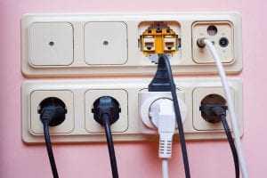 Eletroacre deve indenizar cliente por eletrodomésticos danificados com oscilações de energia 1