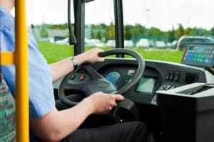 Motorista de ônibus que teve perda parcial da audição deve receber indenização por danos morais e materiais | Juristas