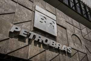 Petroleiro consegue adesão ao PDV negada antes do pedido de demissão | Juristas