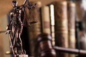 Frigorífico terá de reintegrar trabalhador demitido após apresentar sintomas de Mal de Parkinson | Juristas