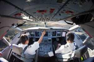 Companhia aérea reintegrará comandante dispensado em desacordo com convenção coletiva | Juristas