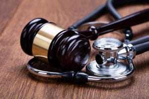 Plano de saúde deve indenizar paciente por negar procedimento cirúrgico | Juristas