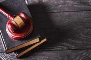 Sindicato terá de indenizar advogado acusado de reter valor de ação de associada   Juristas