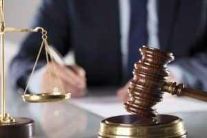 Mulher é condenada por praticar estelionato   Juristas