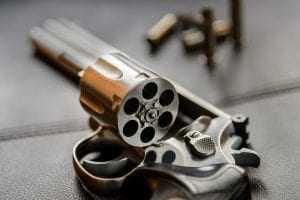 TJ confirma pena a homem pilhado com pistola em área conflagrada da Capital   Juristas