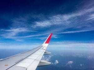 Empresa aérea e banco condenados a indenizar cliente após cobranças de compras não autorizadas | Juristas