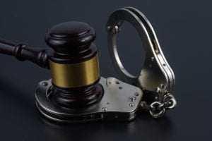 Pai e filho acusados de integrar quadrilha de tráfico são mantidos presos   Juristas