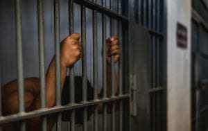 Homem que matou outro após esbarrão é condenado a 8 anos de prisão   Juristas