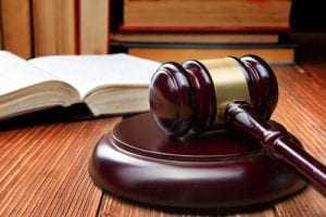 Circulação em trajes íntimos em barreira sanitária é considerada humilhante para trabalhadora | Juristas