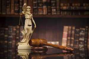 Juiz anula decreto que readmitiu delegado no cargo | Juristas