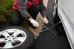 Demora para reparar defeito de automóvel gera direito a restituição, mas não a dano moral   Juristas