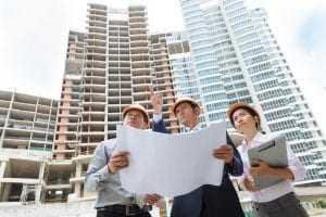 Construtora é condenada a indenizar cinco clientes por atraso na entrega de apartamento | Juristas