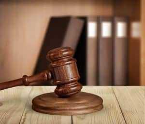 Garçom que recebia apenas com gorjetas tem direito a piso salarial da categoria | Juristas