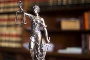 Condenada empresa fabricante de escada que, ao romper, atirou consumidora ao chão   Juristas