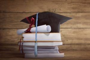 Faculdade que fechou polo presencial sem aviso prévio deve ressarcir estudante | Juristas