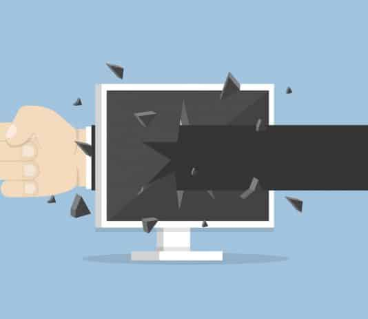 agressão física pela internet