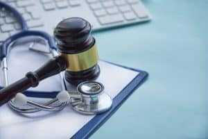 Médicos não podem acumular cargos com horários conflitantes