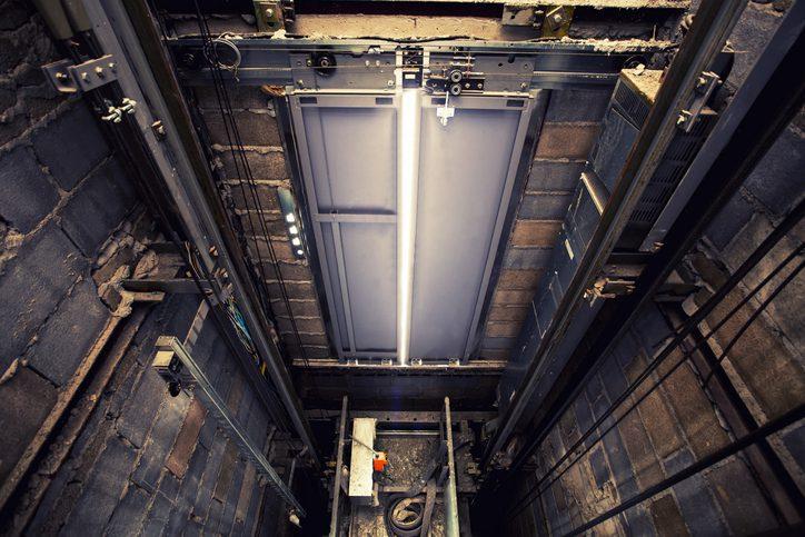 Genitores de jovem que caiu do oitavo andar em fosso de elevador serão indenizados | Juristas