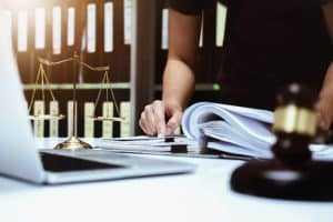 Descumprimento contratual de buffet gera indenização e restituição | Juristas