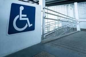 Banco indenizará cliente com deficiência por descumprir normas de acessibilidade