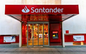 Santander é multado pelo Procon-MG por incluir clientes indevidamente em lista de devedores