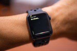 Funcionário da Apple diz que empregados ouvem gravações da Siri