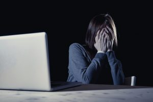 Vítima de estupro coletivo soube do crime na internet