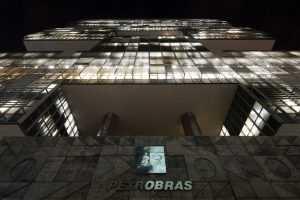 Execução de ação sobre parcela salarial de empregados da Petrobras é suspensa