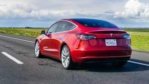 Tesla é processada por diminuir autonomia de carros sem avisar clientes