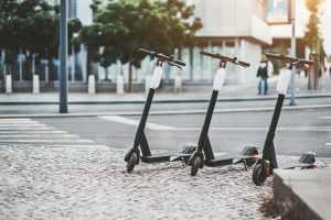 Prefeitura de SP publica decreto que regulamenta uso de patinetes
