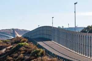 Trump consegue autorização para financiar muro com verba militar