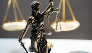 Juiz que atuava como coach na internet é demitido   Juristas