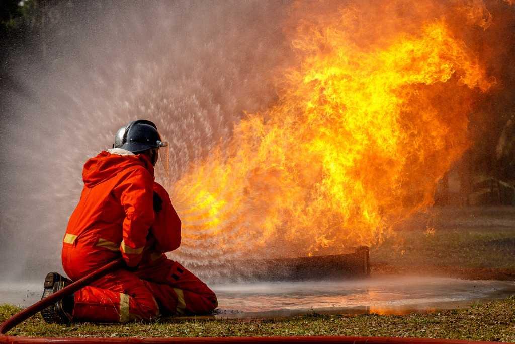 Incêndio ao lado de escola pública - Tubarão - Santa Catarina