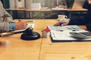 É válida a inclusão de parcelas vincendas em ação de execução de dívida condominial
