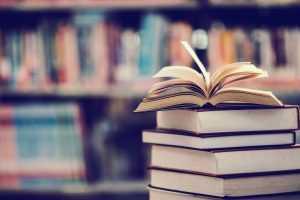 Julgada inconstitucional lei municipal que instituiu campanha de doação de livros didáticos | Juristas