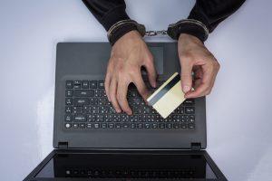 Justiça condena homem por uso do cartão de crédito do antigo morador de seu apartamento   Juristas