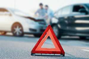 Cliente que pagou seguro e foi cobrado por locadora após acidente deve ser indenizado   Juristas