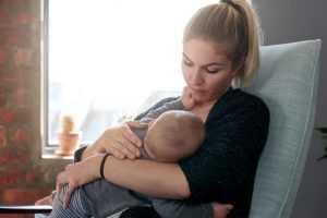 PLC garante dois intervalos para trabalhadora alimentar bebê | Juristas