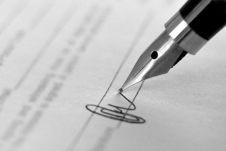 modelo de contrato de profissional em administração