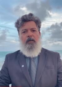 Juiz mergulha no mar de paletó e gravata para comemorar aposentadoria | Juristas